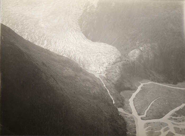 1934 view of wherte the Hole-in-the-Wall Glacier will           form